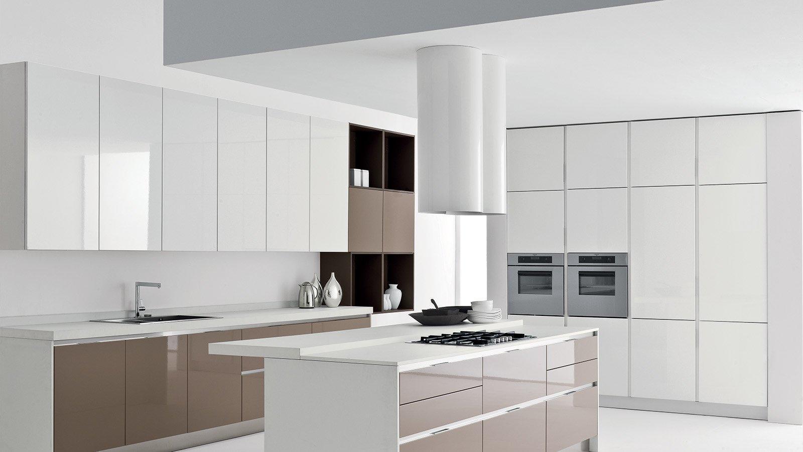 кухня с гладкими фасадами